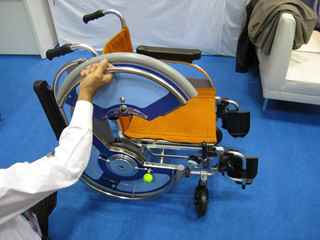 車輪が開く車椅子