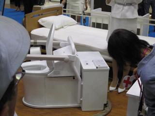 ベッドサイド水栓トイレ(TOTOさん)