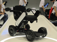 電動車椅子(WHILLさん)